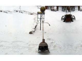 Умный человек готовится к зиме уже весной. Как собрать снегоуборщик из мотокосы?